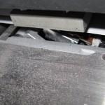 Проблема установленного маркиратора вверх ногами - налицо. Токопроводящие кусочки фольги засыпают контакты и элементы пайки, контакты шлейфа головки