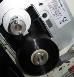 Зарядка бобинок с термотрансферной лентой