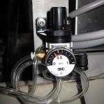 Регулятором давления можно установить давление на головке принтера VideoJet