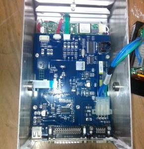 Начинка части принтера за сенсорным дисплеем