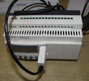 Подключенный к компьютеру Zelio